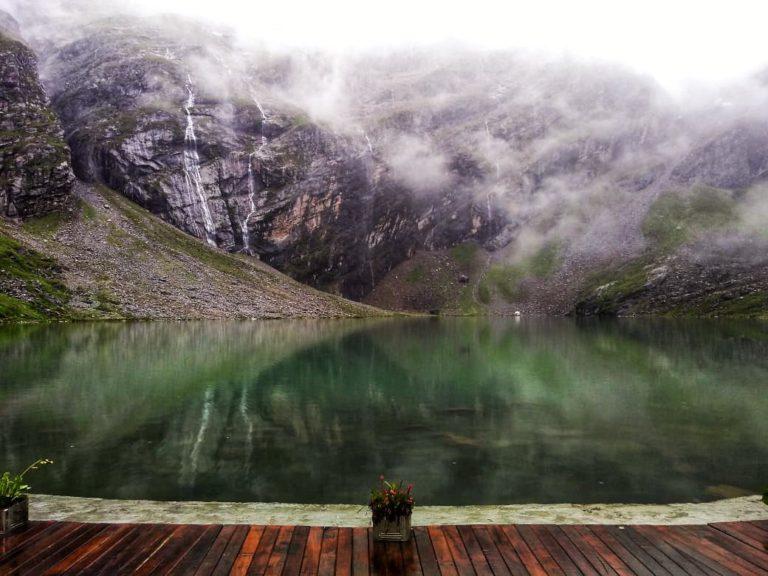 The Hemkund Sahib lake